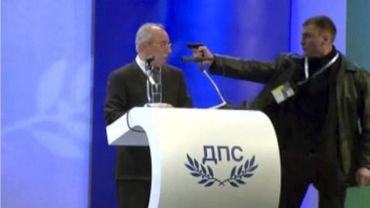 Bulgarie: le leader du parti centriste braqué en plein meeting