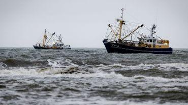 Bateaux de pêche en mer du Nord, près de l'île de Texel, en novembre 2019