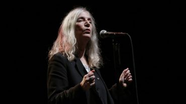 La marraine du punk Patti Smith, 71 ans, a joué ces dernières années dans de nombreux concerts caritatifs. Elle partagera l'affiche à San Francisco avec le guitariste de Grateful Dead, Bob Weir, et le bassiste des Red Hot Chili Peppers, Flea.