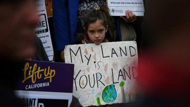 Manifestation contre le décret signé par Donald Trump sur le gel des fonds fédéraux aux villes sanctuaires pour l'immigration clandestine, le 25 janvier 2017 à Los Angeles