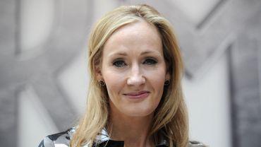 """Après """"Une place à prendre"""", J.K. Rowling poursuit sa collaboration avec la BBC avec son roman """"L'Appel du coucou"""""""