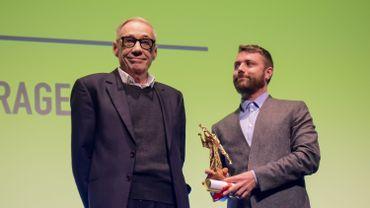 """Bayard d'Or du meilleur long métrage. André Techiné (président du jury) et Nicolas Gilson, en charge de la distribution de """"Roubaix, une lumière"""" en Belgique."""