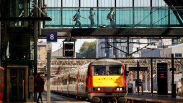 Un train de la London North Eastern Railway arrive en gare de King's Cross, le 25 juin 2018 à Londres