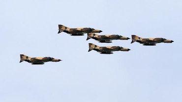 Des avions de chasse iraniens F-4, le 18 avril 2014 à Téhéran