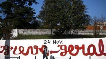 Un graffiti d'appel à la grève générale à Lisbonne, le 24 novembre 2011