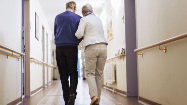 Coronavirus : les maisons de repos privées peuvent temporairement faire appel à des volontaires