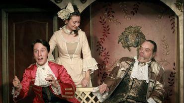 Les comédiens jouent les fables de Lafontaine et de Florian sur la scène du Gai Savoir