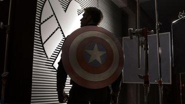 """Chris Evans, penaud mais costaud sur la première photo de """"Captain America : The Winter Soldier"""""""