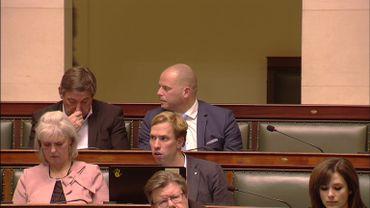 Redevenu simple député,  Theo Francken (N-VA) observe les débats à la Chambre, il ne doit pas répondre aux questions