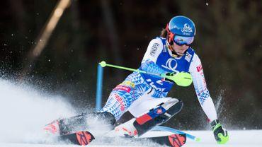 Petra Vlhova pulvérise la concurrence sur la 1re manche du slalom de Zagreb