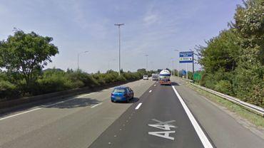 Accident impliquant un camion sur l'E411 à Walhain: une bande reste bloquée