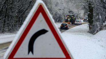Quelque 600 personnes ont passé la nuit de vendredi à samedi dans des centres d'hébergement en Savoie, des routes d'accès aux stations de ski ayant été fermées en raison des chutes de neige et du verglas