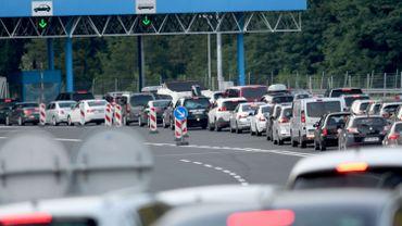 Coronavirus: jusqu'à dix heures d'attente à la frontière slovéno-autrichienne en raison des contrôles