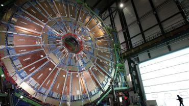 Une partie de l'un des plus gros électro-aimants superconducteurs du monde, dans les installations souterraines du CERN, près de Genève.