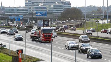 Trois nouvelles lignes de tram de et vers Bruxelles sont prévues, pour un investissement d'un demi milliard d'euros. Ces trois lignes devraient remplacer quelque 20 000 véhicules circulant sur le ring.