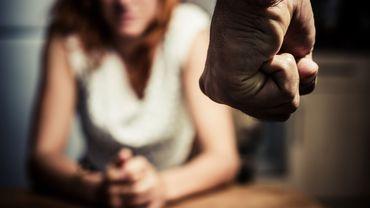 D'après le sondage, un salarié sur dix déclare connaître un ou une collègue subissant des violences conjugales.