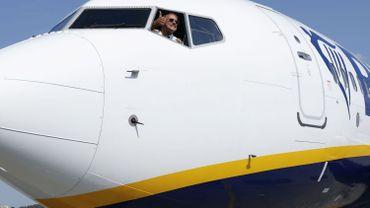 Un pilote aux commandes de ce Boeing 737-8AS, après le premier vol Berlin-Kiev de la compagnie Ryanair.