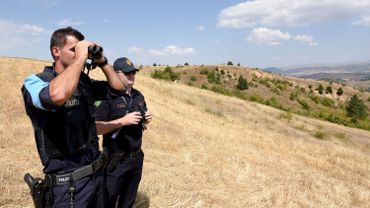 Un membre de Frontex et un policier albanais à la frontière entre la Grèce et l'Albanie. Photo d'illustration