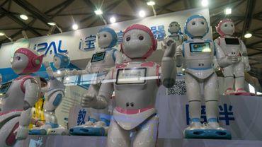 Le robot-professeur iPal conçu par la start-up AvatarMind exposé au Consumer Electronics Show (CES) de Shanghai, le 13 juin 2018 en Chine