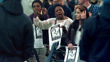 Des manifestantes lors de la mobilisation pour Semira Adamu en septembre 1998.