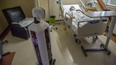 """Le robot a été intégré à l'hôpital en juillet en tant que """"co-thérapeute"""" dans le service qui traite les malades du Covid-19."""
