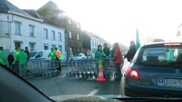 A une des entrées de Mons, à la chaussée de Maubeuge en face du magasin Aldi, un barrage filtrait les sorties.