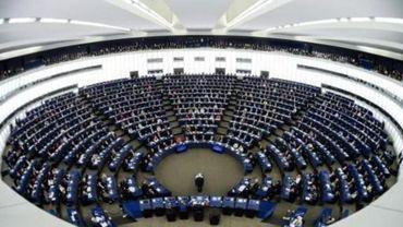 Les eurodéputés respectent une minute de silence pour Londres et Téhéran