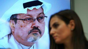 Sherine Tadros, la directrice du bureau à New York d'Amnesty International s'exprime lors d'une conférence de presse aux Nations unies, le 18 octobre 2018, sur l'affaire du journaliste saoudien tué Jamal Khashoggi (en photo en arrière plan)