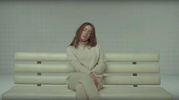 """Billie Eilish dans son nouveau clip """"xanny""""."""