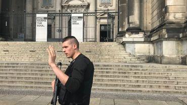 Un policier tire sur un homme dans la cathédrale de Berlin