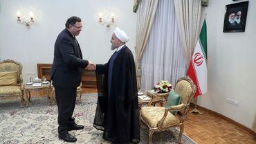 Photo distribuée le 3 juillet 2017 par la présidence iranienne montrant le PdG de Total, Patrick Pouyanné (G), reçu par le président iranien Hasan Rohani