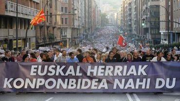 Des milliers de personnes défilent dans les rues de Bilbao, le 22 octobre 2011.