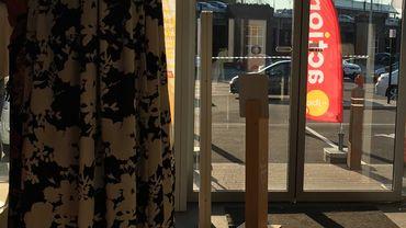 Les clients confinés momentanément dans les magasins de la galerie du Cora
