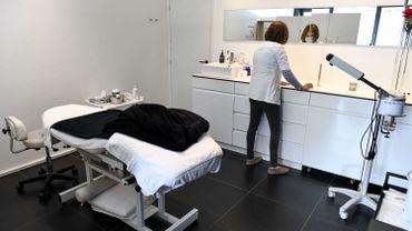 Coronavirus en Belgique: les salons de beauté, tatoueurs... rouvrent ce lundi et le couvre-feu est assoupli en Wallonie