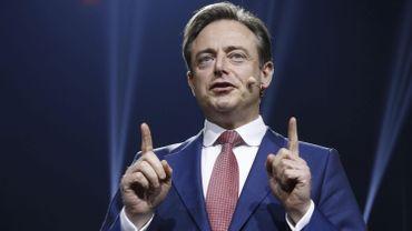 """De Wever: """"Regardez les photos des auteurs de Barcelone. Sur la Turnhoutsebaan, vous rencontrez facilement des hommes de ce type"""""""