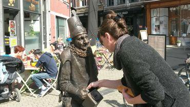 Namur une statue de molon sign e vinciane renard rue des - Statue de jardin belgique ...