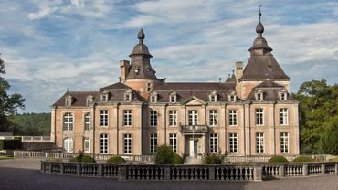 """Depuis 1941, le château de Modave est la propriété de Vivaqua, une société publique de production et de distribution d'eau potable. Ce bien classé """"Patrimoine exceptionnel de Wallonie"""" est ainsi préservé, entretenu et ouvert au public. L'accès au parc est gratuit."""