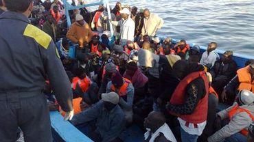 Arrivée d'un bateau de réfugiés à Lampedusa