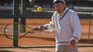 Artyn Elmayan, centenaire, joue au tennis à Buenos Aires le 16 mai 2017