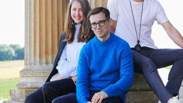 H&M annonce une collaboration exclusive avec Erdem. Sur la photo : Ann-Sofie Johansson, Creative Advisor chez H&M, Erdem et Baz Luhrmann.