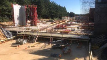 La SWDE construit près de la sortie d'autoroute, à Francorchamps, un réservoir d'eau de 5000 m³