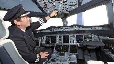 Le cockpit d'un Airbus A380 de British Airways à l'aéroport d'Heathrow