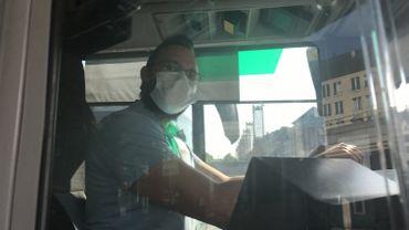 """Déconfinement: les bus pris d'assaut? """"On va veiller à ce que tout se passe bien"""" assure Lionel Aelens, chauffeur de bus à Liège."""