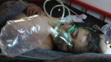 Armes chimiques syriennes: l'UE allonge la liste des sanctions - Illustration: un jeune enfant victime d'une attaque aérienne au gaz toxique