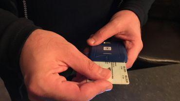 Les infirmiers à domicile sont désormais équipé d'un lecteur de carte d'identité