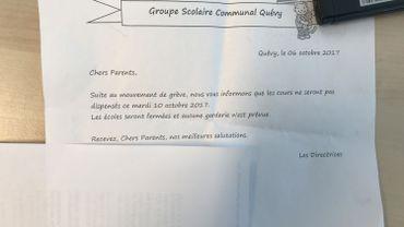 Les parents ont reçu la lettre vendredi, dans le cartable de leur enfant