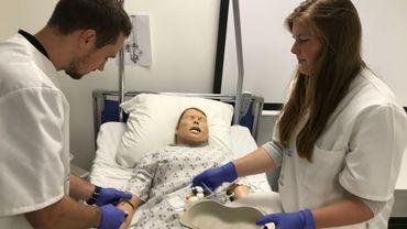 Blouses blanches: le blues du terrain ne casse pas le rêve des futurs infirmiers