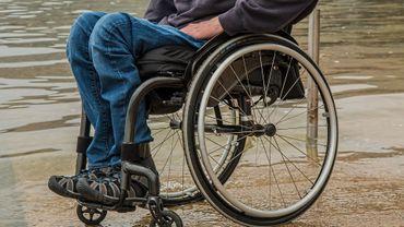 Toute personne âgée de plus de 26 ans devrait payer 50 euros par an pour permettre d'octroyer aux seniors une allocation mensuelle de 85 à 571 euros par mois.