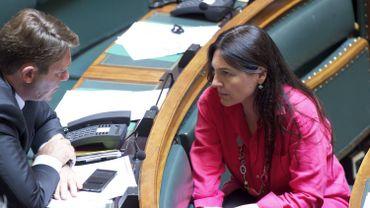 La ministre de l'Énergie Marie-Christine Marghem (MR) en discussion avec Denis Ducarme (MR) ce jeudi 11 juin 2015.