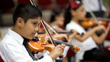 Plus de cent jeunes réfugiés bénéficient de cours de musique gratuits